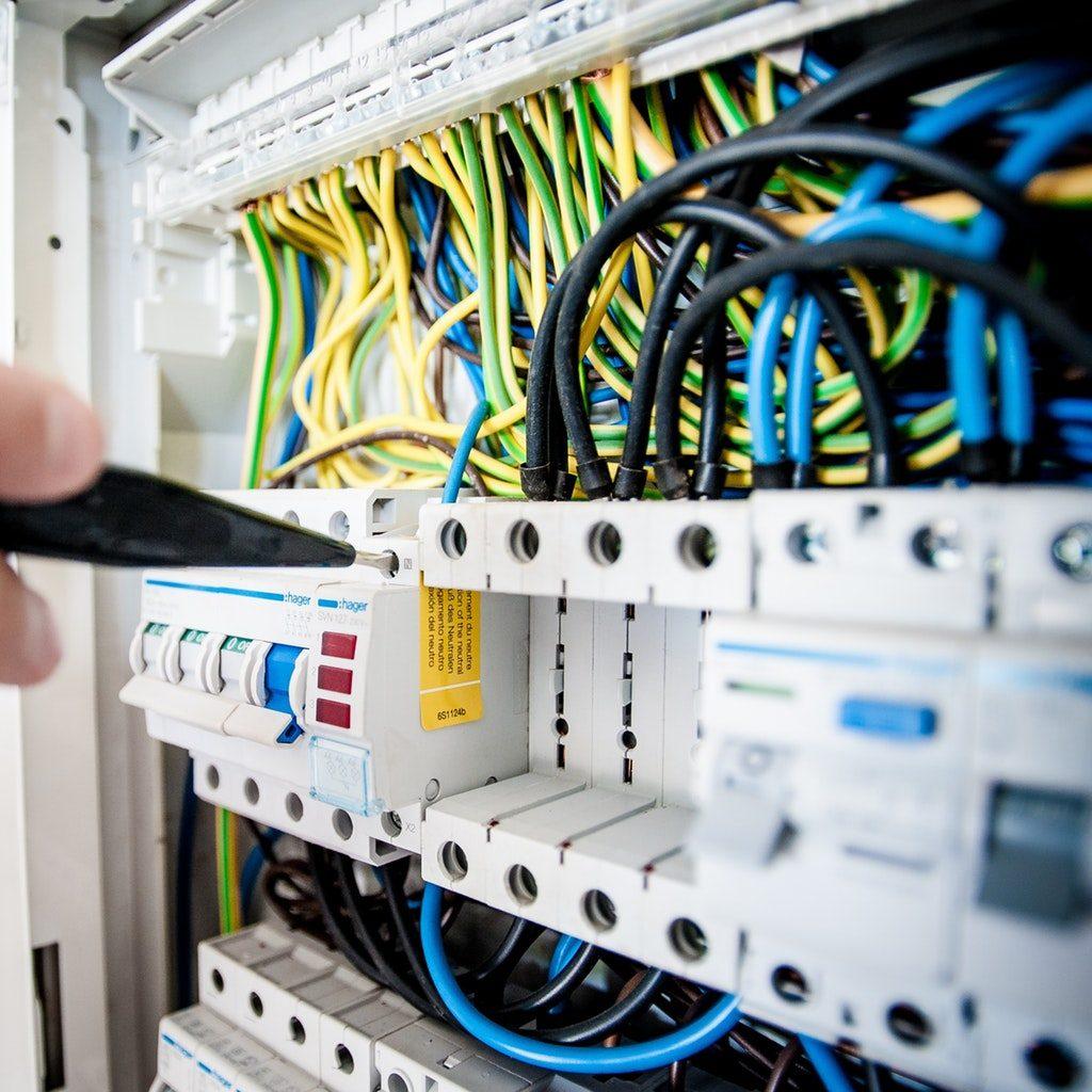 Le colonne montanti elettriche dei condomini più vecchi si possono cambiare più facilmente grazie a incentivi in denaro entrati in vigore il 1 gennaio 2020